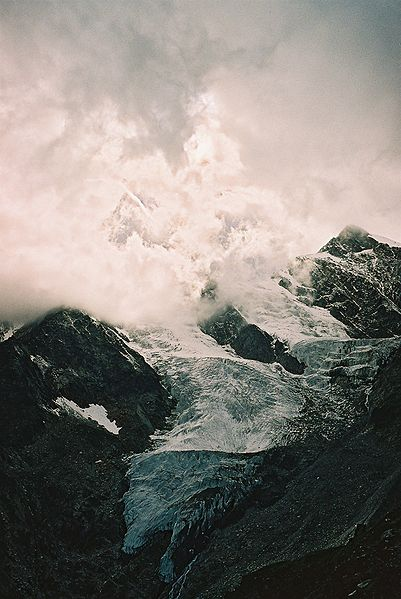 Glacier_au_dessus_de_Saas-Fee