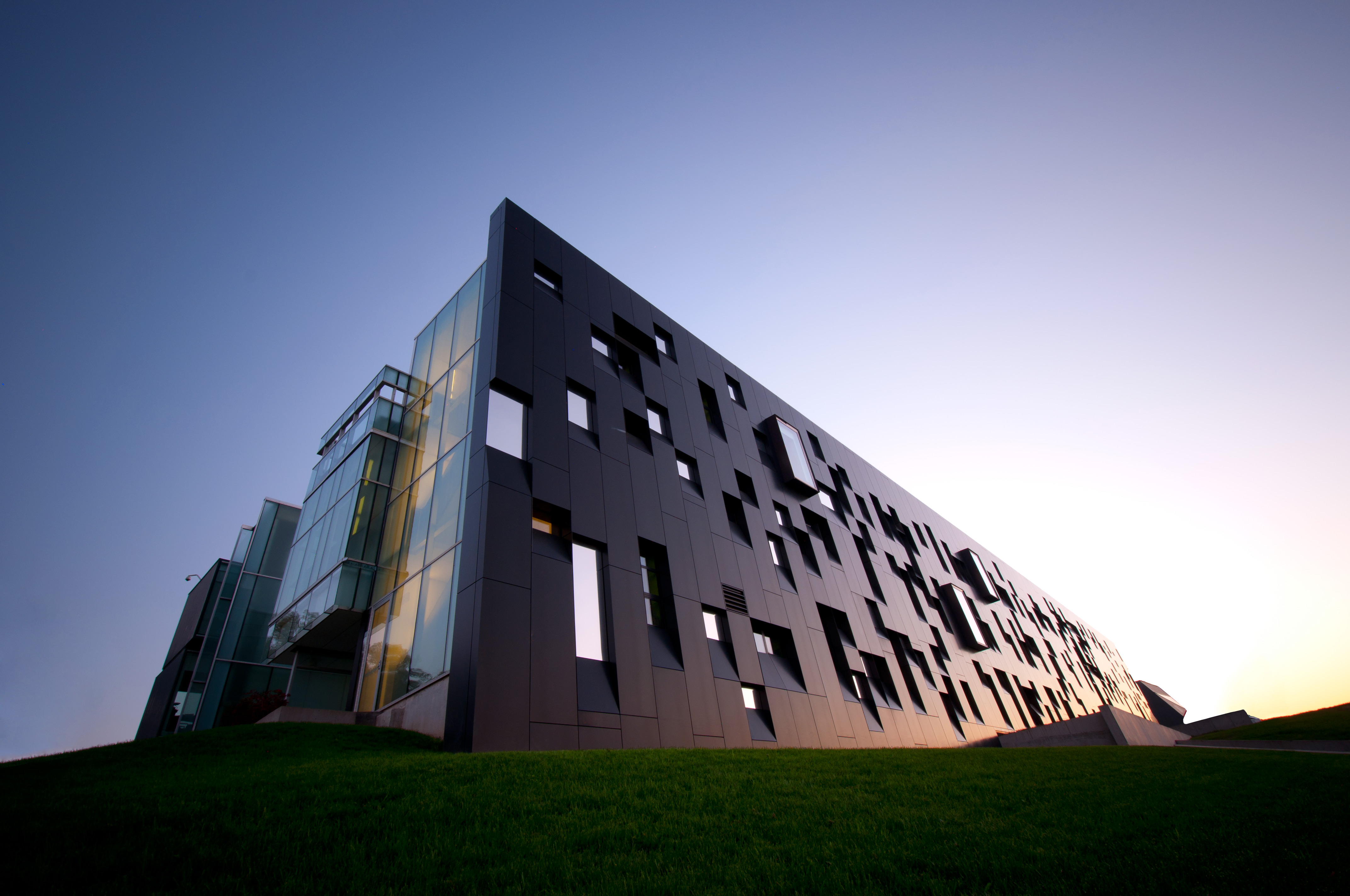 Perimeter Institute For Theoretical Physics(圖片來源:Michael Baglole@flicker)