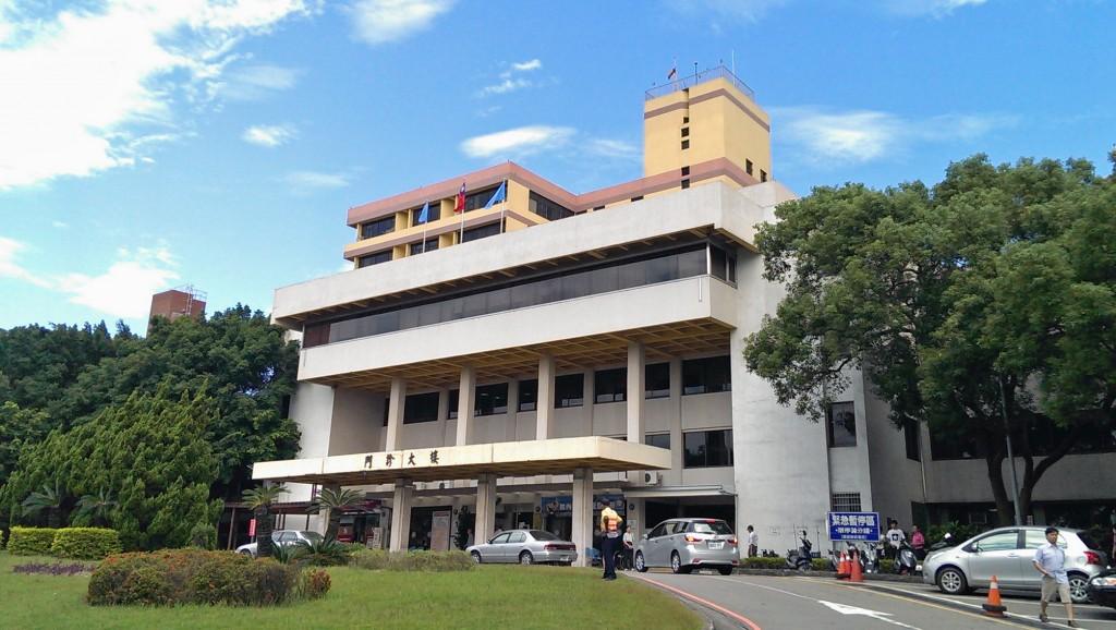 臺中榮民總醫院門診大樓(圖片來源:維基百科)