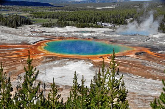 【地質奧妙】黃石公園彩色溫泉池的秘密