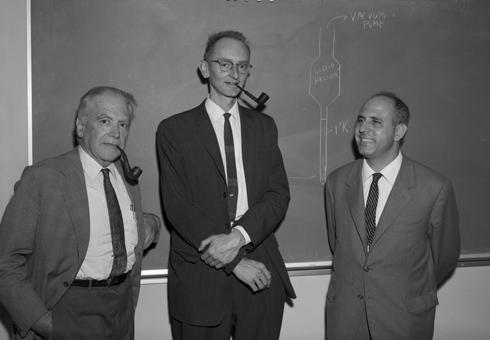 【物理史中的十月】1955 年 10月 19 日:宣布發現反質子